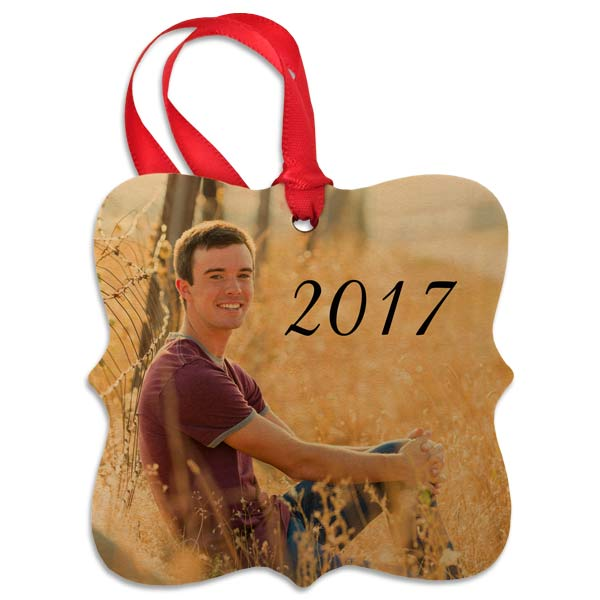 Made from quality maple, our wood photo ornament is sure to compliment your holiday style.