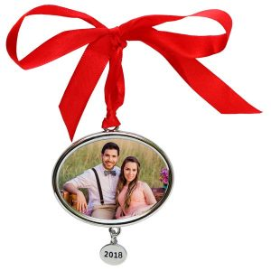 Commemorate the year with an annual pendant silver ornament with etched year pendant dangle