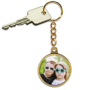 Add your photo to a beautiful antique gold keychain with chain link